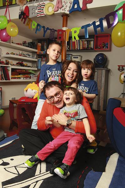 Дибровы воспитывают троих сыновей: 9-летнего Александра, 6-летнего Федора и 4-летнего Илью