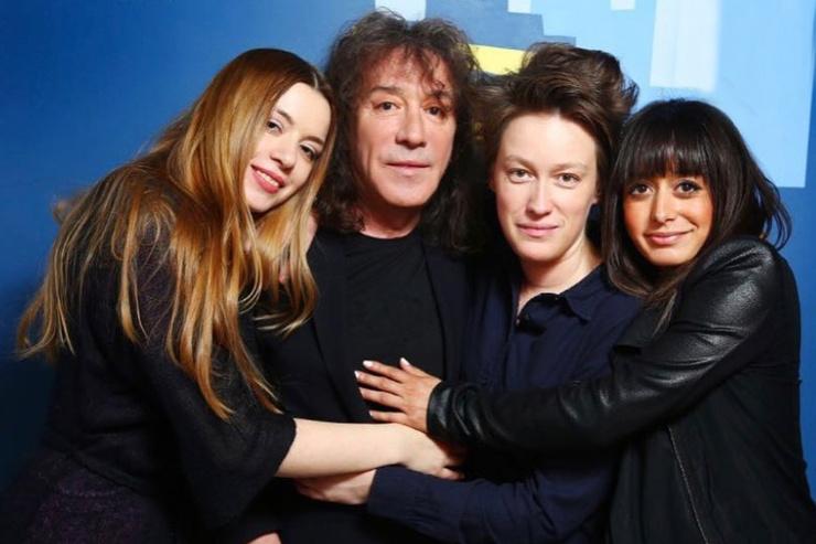У Владимира три взрослых дочери: Соня, Марта и Николь