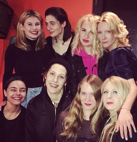 Анна Слю с друзьями