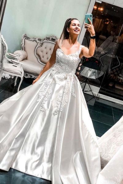 Майя долго не могла выбрать свадебное платье