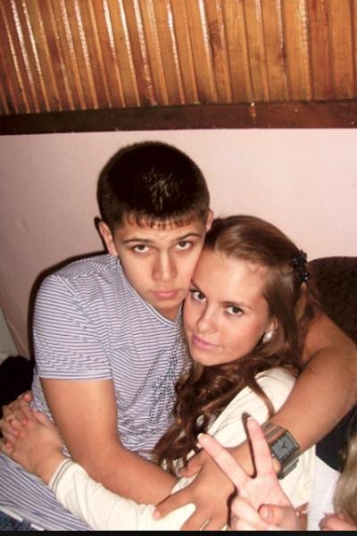 До шоу Дарья была совершенно обычной девушкой. На фото – с другом детства из Екатеринбурга