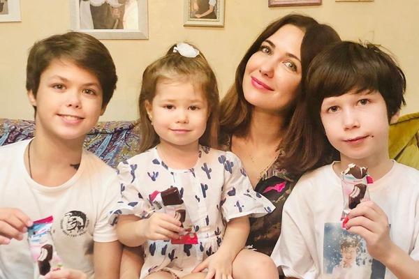 Актриса много времени уделяет детям