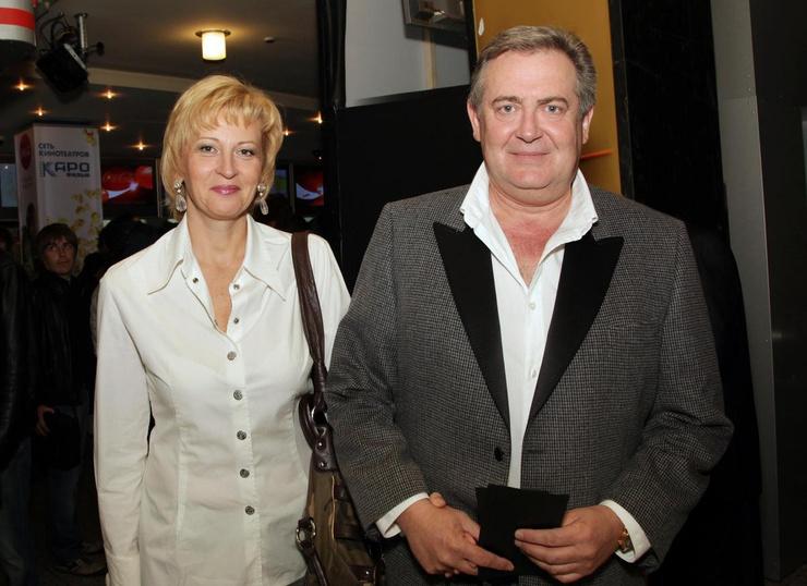 Юрий Стоянов с женой Еленой вместе уже 23 года — пара до сих пор сохранила трепет в отношениях
