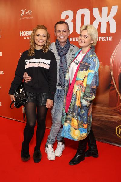 Многие поклонники Владимира Левкина не сразу поняли, где жена и где дочь певца.