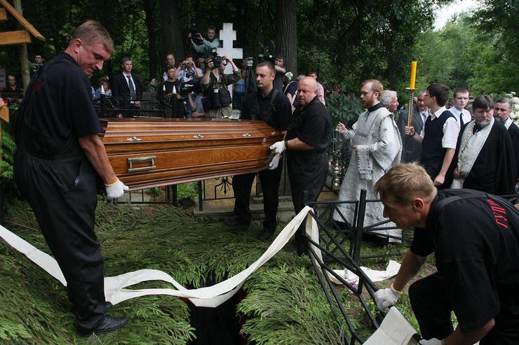 Звезду похоронили на Кунцевском кладбище — рядом с сыном
