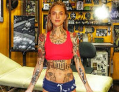 Наденька из Comedy woman переборщила с татуировками