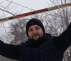 Житель Омска пытается заработать продажей снега