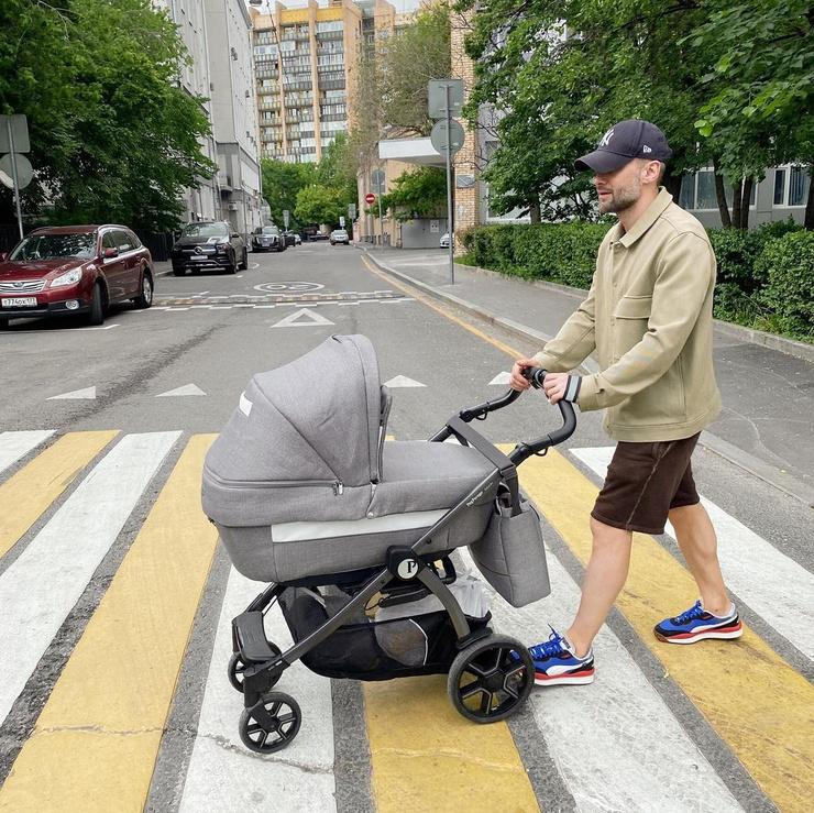 Шоумен рад вновь стать отцом и все свободное время уделяет малышу