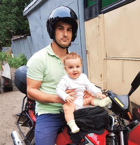«Каким бы сильным ни был человек, он устает не только физически, но и морально – от груза постоянной ответственности за ребенка», - признается Алексей