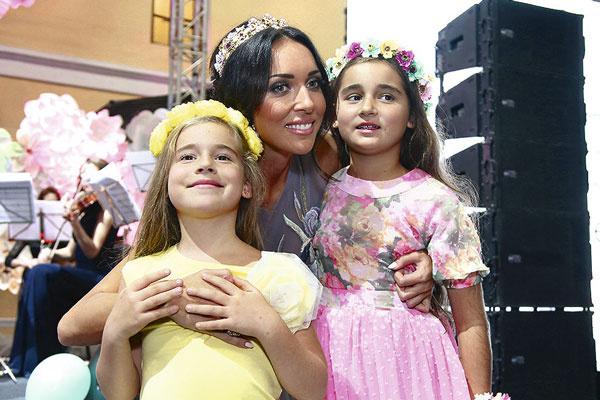 Певица – заботливая мама для 9-летней Сафины и 8-летней Микеллы