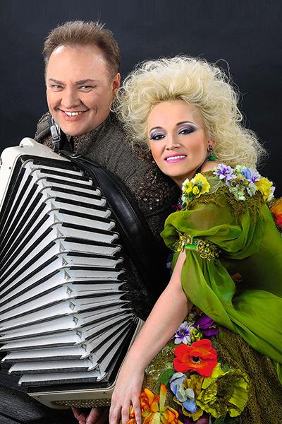 С мужем Александром Костюком Надежда познакомилась в общежитии музыкального училища