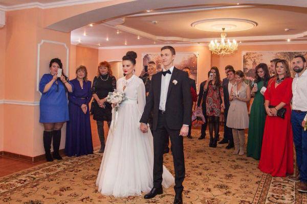 Ровно год назад Нелли вышла замуж