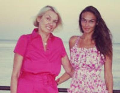 Мама в «Инстаграме»: родители звезд покоряют соцсети