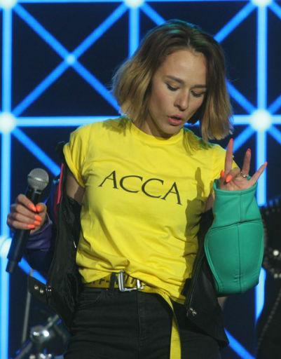 Солистка группы IOWA Екатерина Иванчикова