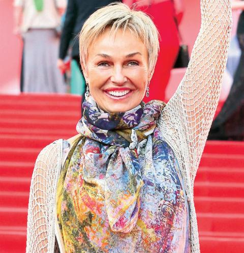 Актриса прилегает в Россию раз в год