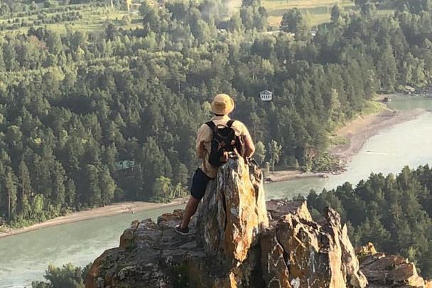 В тяжелый период Богатырев улетел на Алтай, чтобы восстановить  силы