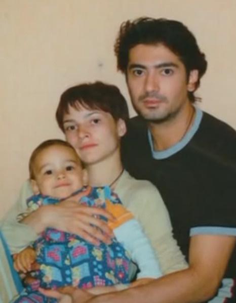 В 2004 году у Дины и Фархада родился сын