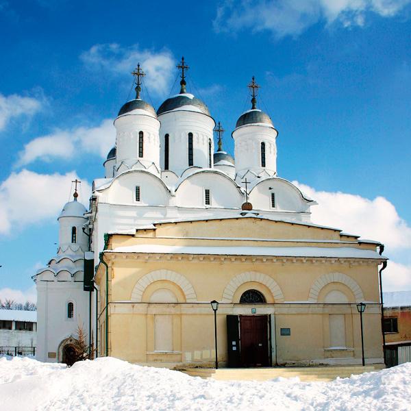 Место служения батюшки – Свято-Пафнутьев Боровский монастырь в Калужской области