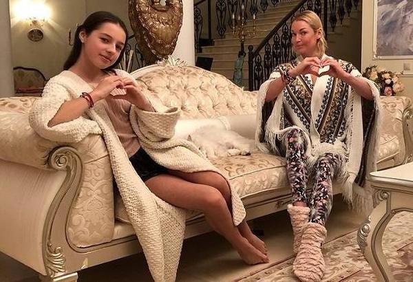 Анастасия Волочкова поддерживает дочь