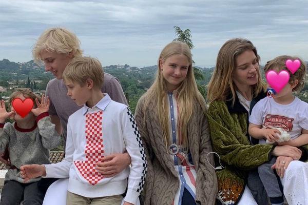 Водянова гордится наследниками, которые учатся в престижных французских школах