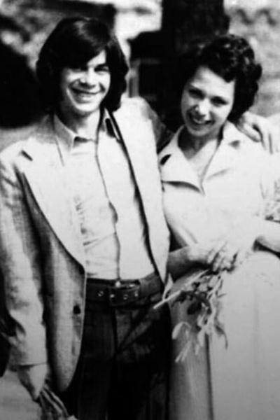 После развода с Ириной Олег Газманов женился на бывшей супруге Вячеслава Мавроди. Певец усыновил ребенка Марины Филиппа, а в 2003-м стал отцом дочки Марианны