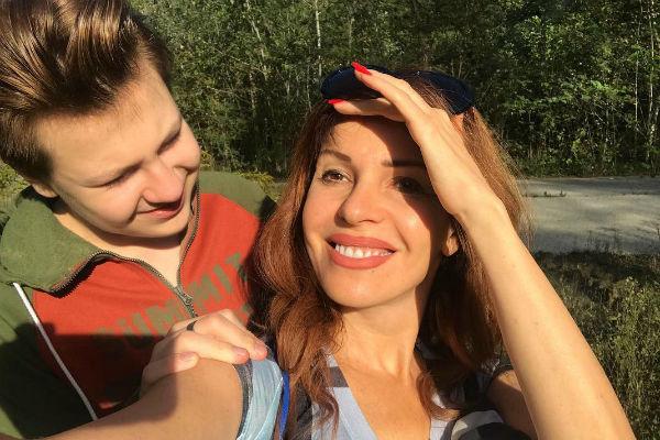 Певица и ее сын с удовольствием проводят время в Сочи
