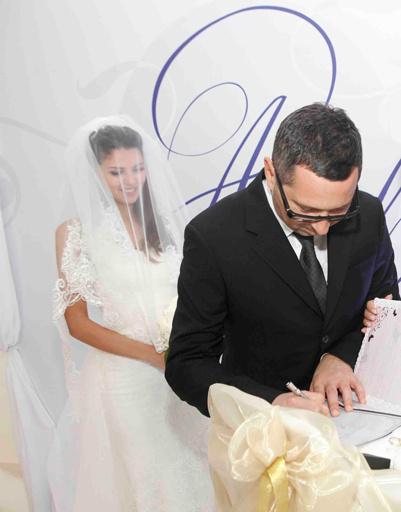 Регистрация брака проходила в помещении Royal Bar