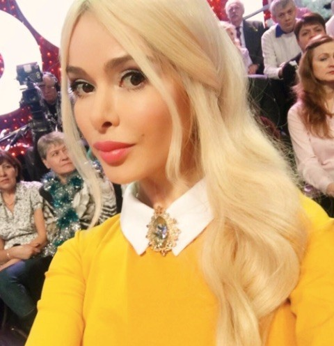 Актриса и певица Алена Кравец