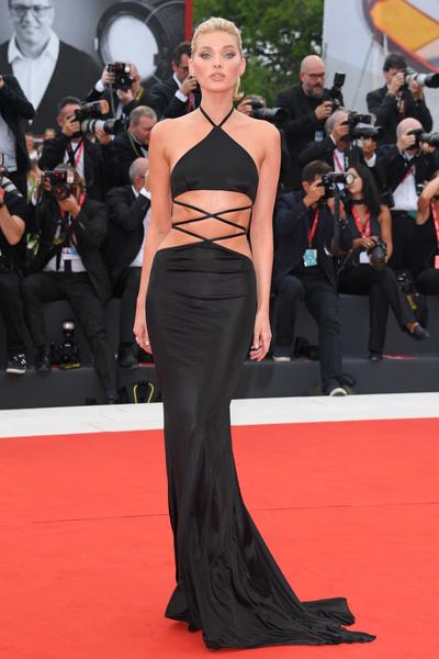 Эльза Хоск не в первый раз надела на дорожку платье от Etro