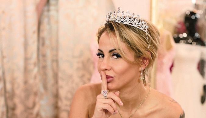 Елена Беркова потратила два миллиона на пять свадебных платьев