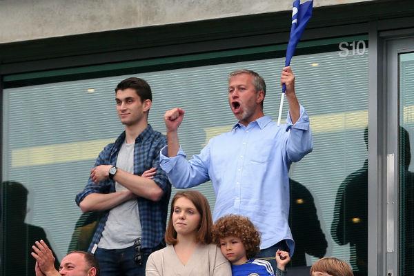 В 2017 году Аркадий уже посещал с отцом футбольные матчи