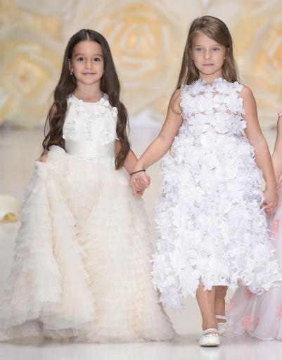 В показе приняла участие дочь Ксении Бородиной(слева), а также наследница Юлии Барановской и Андрея Аршавина
