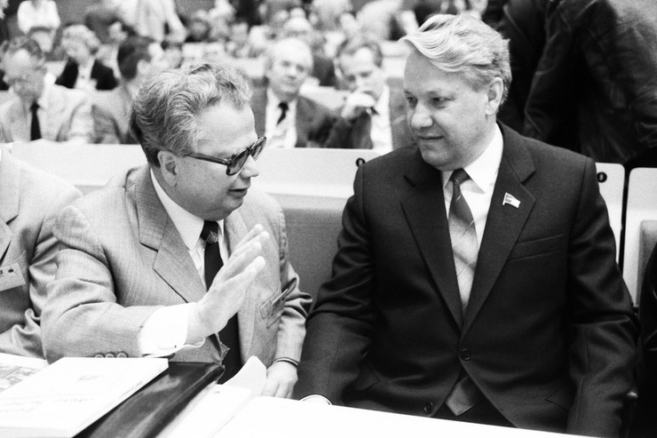 Партийная карьера Ельцина стремительно развивалась