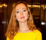 Звезды в тренде: Елена Захарова и Марион Котийяр любят желтый