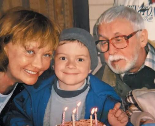 Актриса с мужем Валерием Шуваловым и внуком