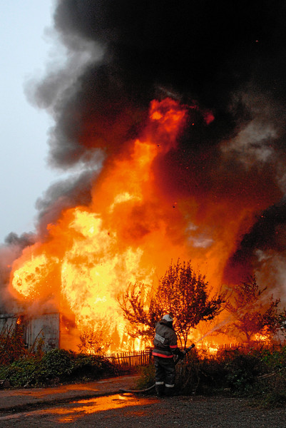Пожар не могли потушить несколько часов