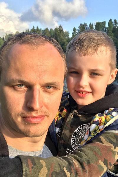 Данько проводит много времени с внуком и сыном
