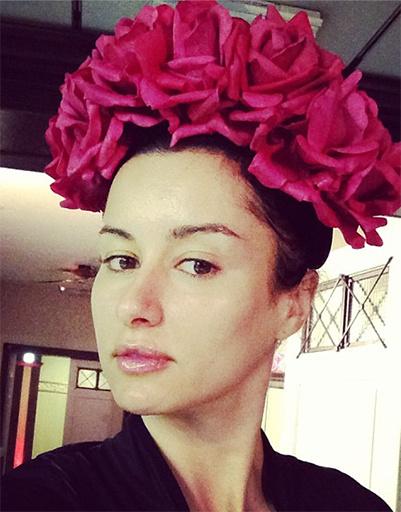 Тина Канделаки агитирует модниц за цветочные ободки