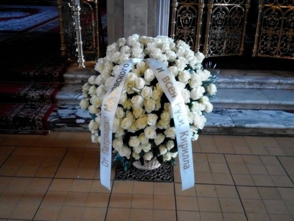 Белые розы от патриарха Кирилла