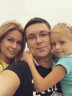 Андрей Чуев с дочкой и Марина Африкантова