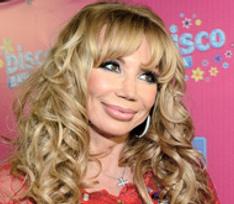 Маша Распутина спасла молодую певицу