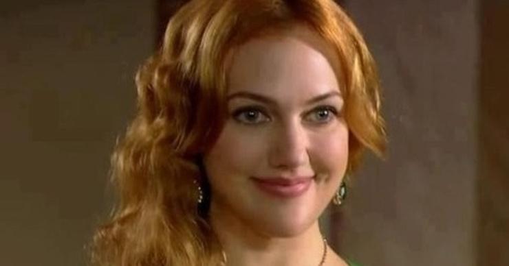 Звезда сериала «Великолепный век» Мерьем Узерли примерила розовый парик