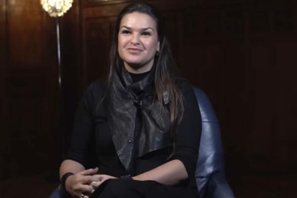 Виктория уверена, что она помогает людям сделать их жизнь лучше
