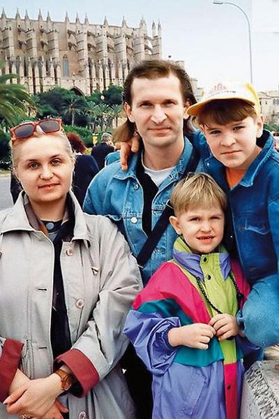 Супруга подарила Добронравову двух сыновей