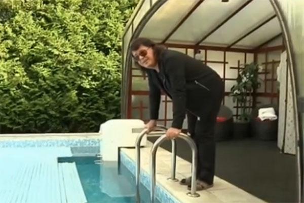 Игорь Корнелюк любит плавать в бассейне зимой по утрам