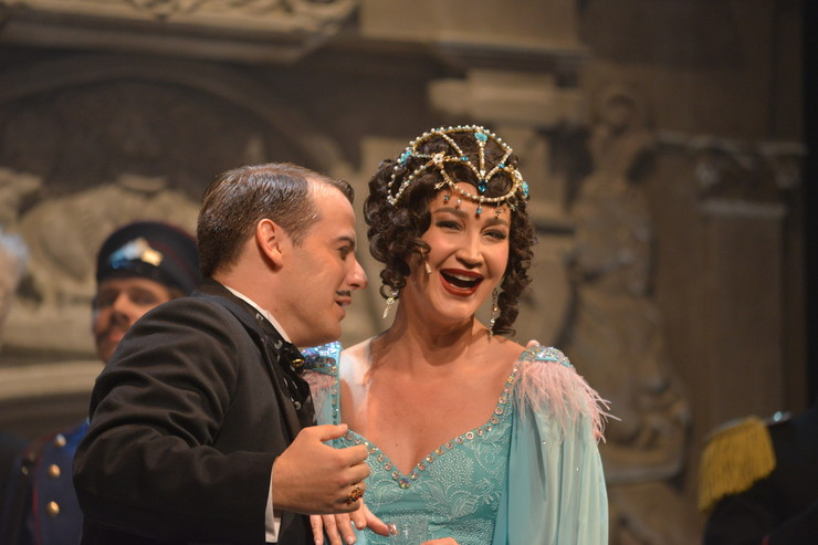 Ольга Бузова сыграла на сцене МХАТа, чем вызвала недовольство театральной общественности