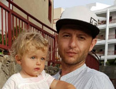Рома Зверь устроил годовалой дочери вояж по всему миру