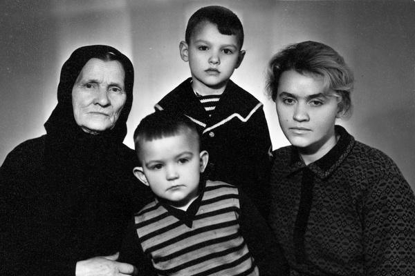 Евгений Дятлов остался без отца, когда ему было пять лет