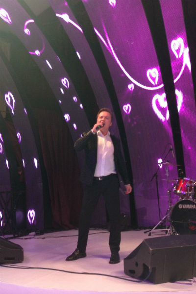 Илья Юничев спел на свадьбе Ксении и Курбана