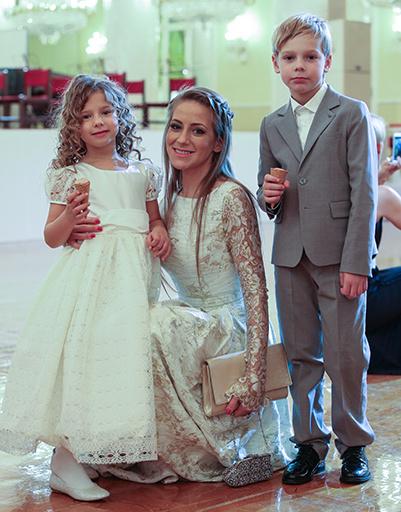 Юлия Барановская с детьми Артемом и Яной